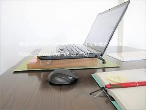 パソコンの高さをあげる